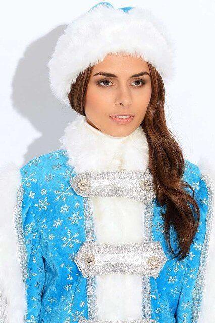 Голубой костюм для внучки Деда Мороза