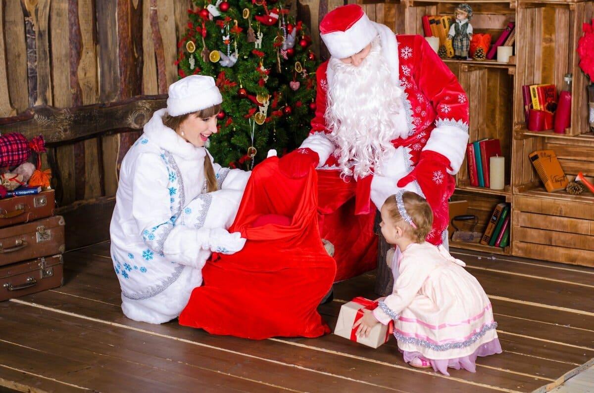 Подарки детям от Деда Мороза